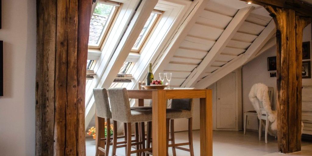 Tetőtér beépítésnél fontos a ház tájolása, szerkezete, állapota.